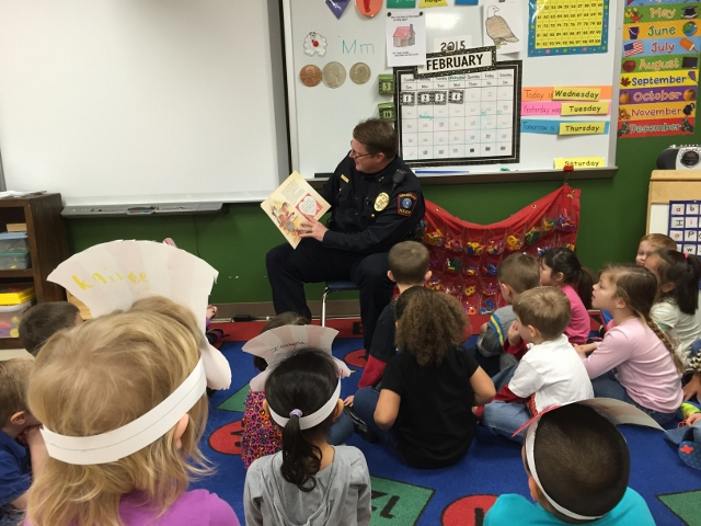 Chief Henley Reading to Pre-K Classes (640x480)